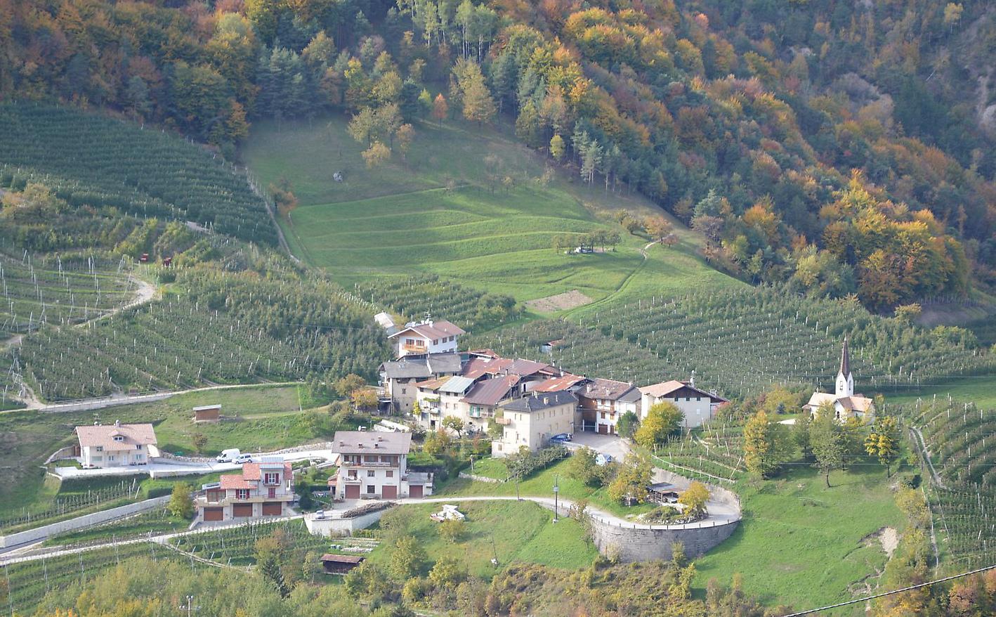 Visita della frazione di maurina for Planimetrie del paese con portici